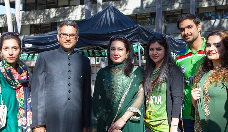 The Consul General of Pakistan, Mr Abdul Aziz Uqaili, with members of the Macquarie Pakistan Society.